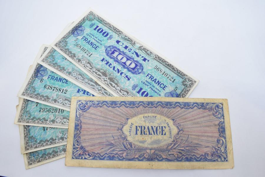 [ Billet de banque ] [ France ] [ WW2 ]  Ensemble de sept billets de banque de 100…