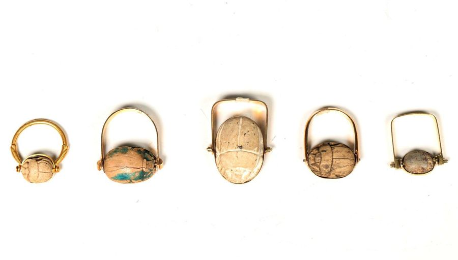 Egypt, collection of five rings, Late Period, with scarabs, unmarked 14K gold , …