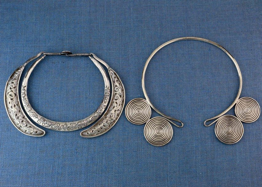 China, Miao, Hollow silver neck ring and four spiral neck ring, the hollow neck …