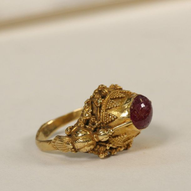 Indonesia, Bali, 18 crt golden ring with ruby., [1]