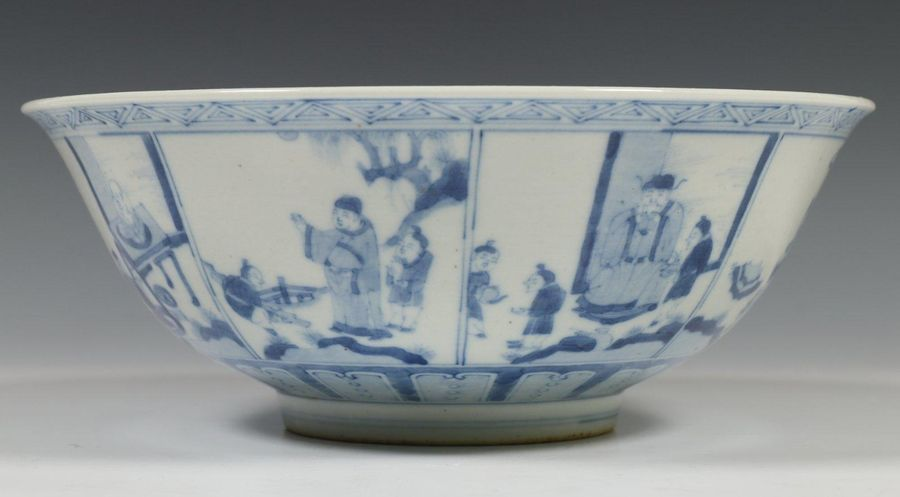 China, blauw wit porseleinen kom, met decor van figuren in interieur in vakwerk.…