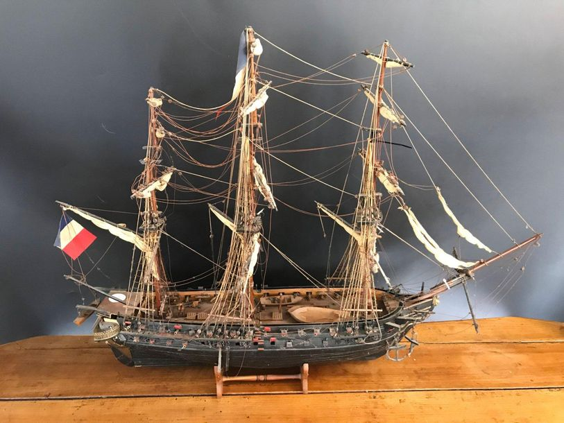 Maquette de bateau ancienne, La belle Poule.  Accidents.  H.66 L.90 cm.