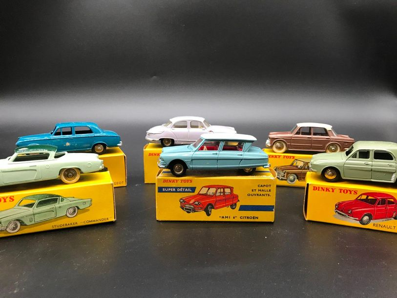 Lot de Dinky Toys fabrication Meccanocomprenant : B=berline 403 Peugeot 24B, P.L…