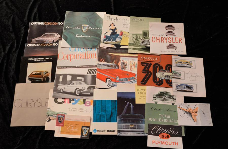 """Catalogues CHRYSLER de 1946 à 1980""  Fort lot de catalogues principalement, en…"