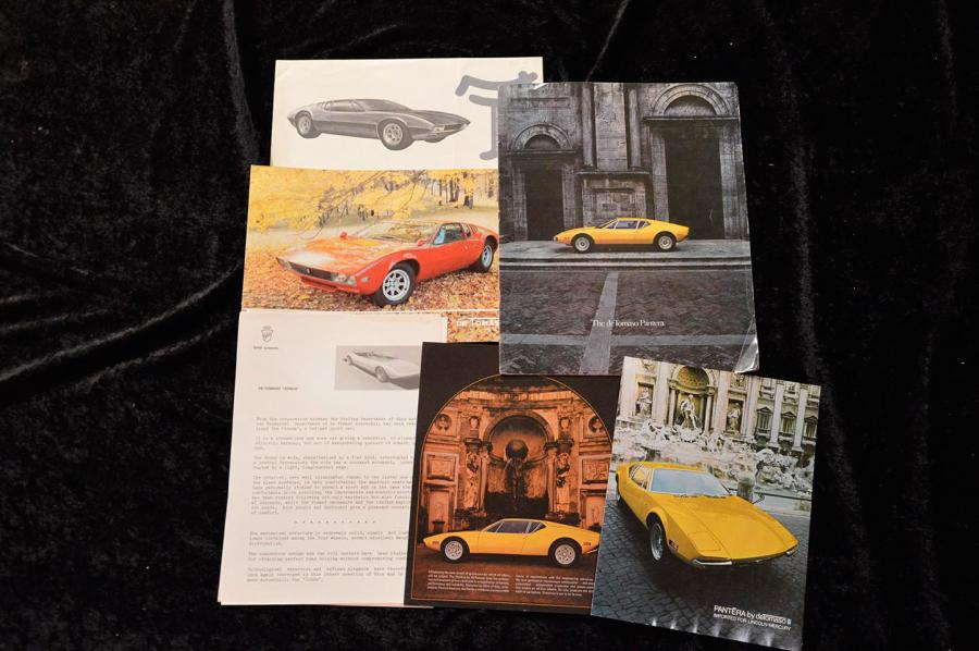 """ Catalogues, De Tomaso""   Vallelunga : Catalogue, 8 pages- Dépliant, 2 volets-…"