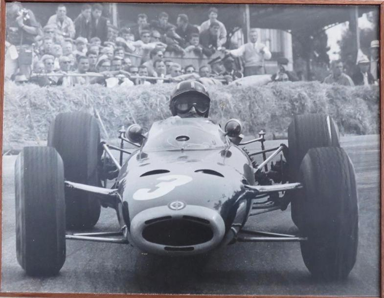 """Graham Hill, Grand Prix de France, 1964""  Tirage argentique de Graham Hill en course…"