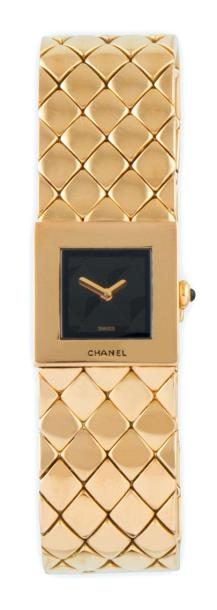 "CHANEL Swiss made n° V.N 91194 MONTRE DE DAME modèle ""Matelassée"" en or jaune 18…"
