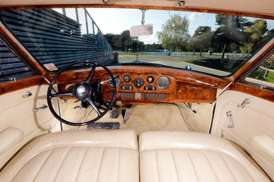 1963 Rolls Royce Phantom V châssis n°5LVA99 Carte grise de collection    Mona Bismarck…