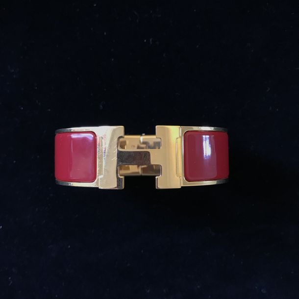 "HERMES PARIS Made in France Bracelet ""Clic Clac H"" en métal doré émaillé rouge o…"