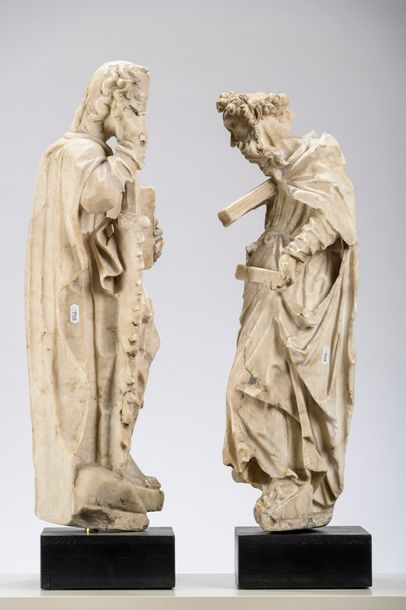 Two gothic sculptures in albaster 'apostles' (*) (60cm)