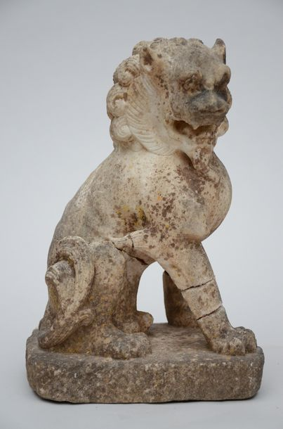 Chinese sculpture in white marble 'Foo dog' (*) (34cm)