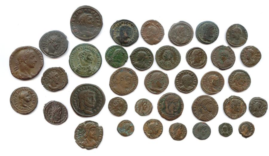 Lot de 37 monnaies romaines en bronze (sesterce, as, folles, petits bronzes) : Néron,…
