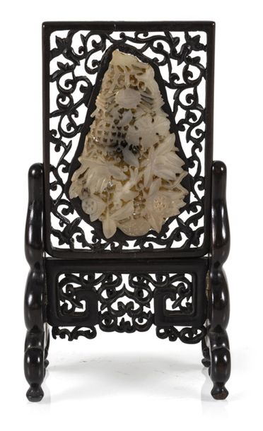 A CARVED WOOD TABLE SCREEN WITH JADE CARVING, China – H. 21 cm