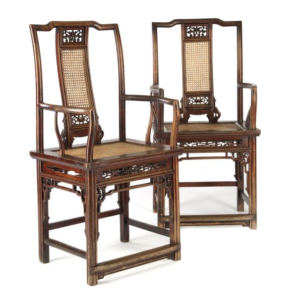 A PAIR OF WALNUT WOOD CHAIRS, China, 19th ct. – H. 105,5 cm
