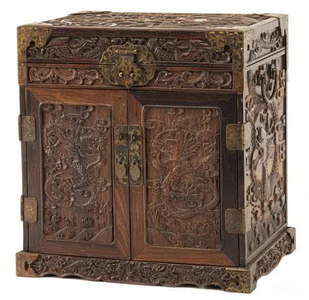 A SMALL HARDWOOD CABINET WITH DRAWERS, China – 37 x 35 x 26 cm