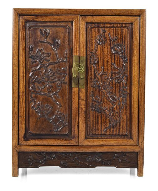 A SMALL HARDWOOD CABINET WITH SEVEN DRAWERS, China – 40 x 32 x 17 cm