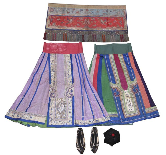 A GROUP OF TEXTILES, TWO SILK SKIRTS AMONG OTHERS, China, 19th/20th ct. – div.