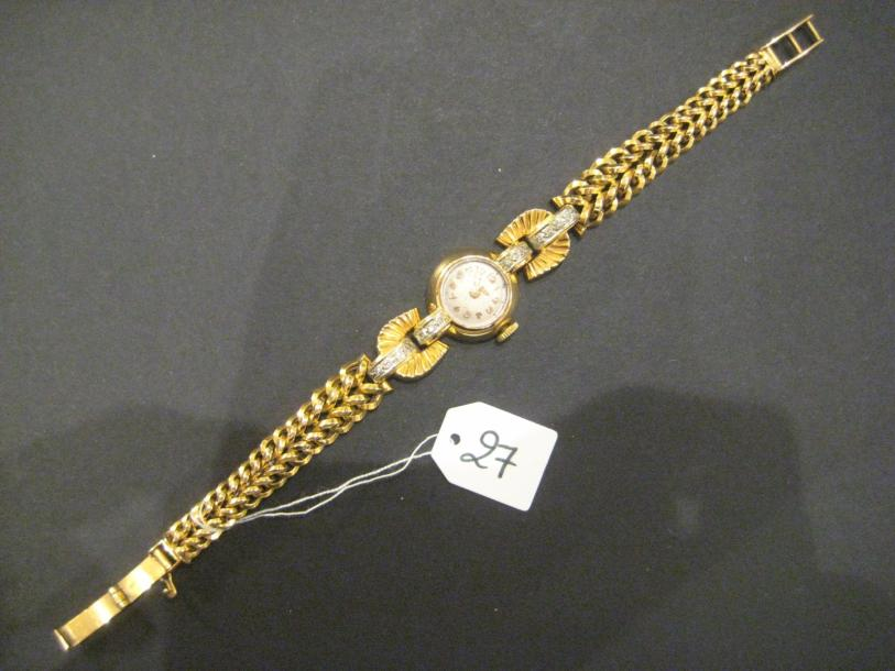 Bracelet-montre ronde de dame en or jaune et or gris (750 millièmes). Attaches stylisées…
