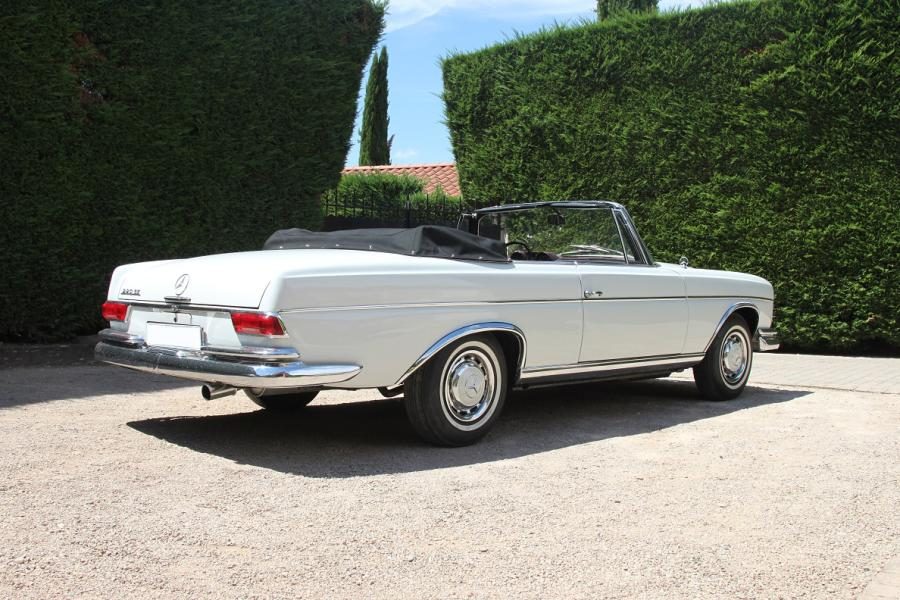 1964 - MERCEDES-BENZ 220 SE CABRIOLET Véritable incarnation d'un certain âge d'or…
