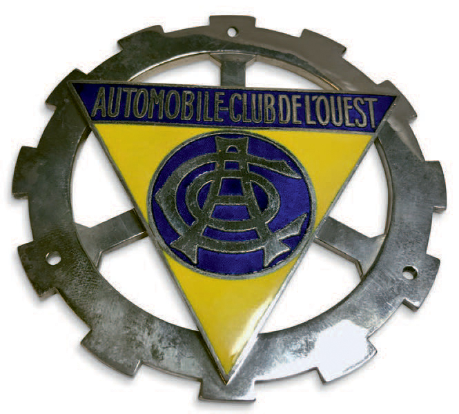 Badge de calandre auto en relief en laiton chromé. Automobile Club de l'Ouest