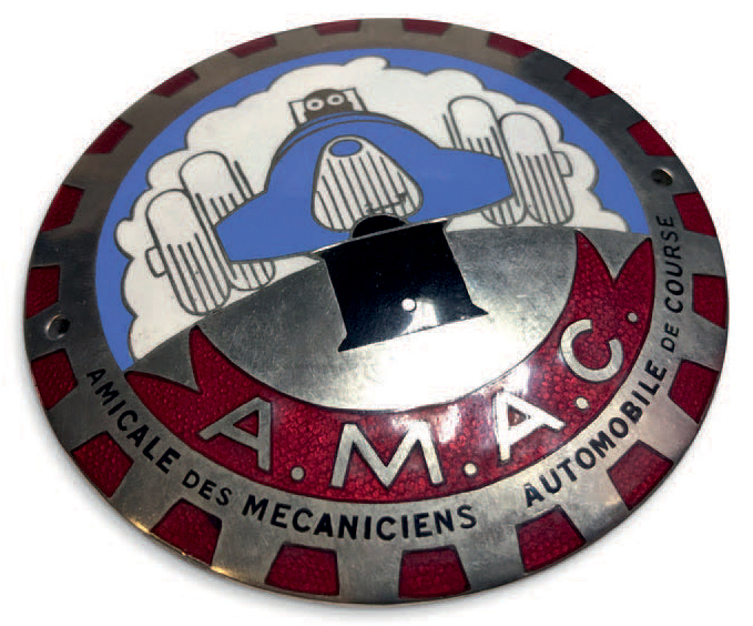 Badge de calandre de l'Amicale des Mécaniciens Automobile de Course