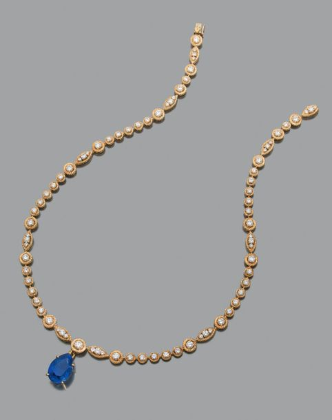 VAN CLEEF AND ARPELS Collier en or jaune 18K (750) torsadé serti de diamants de taille…