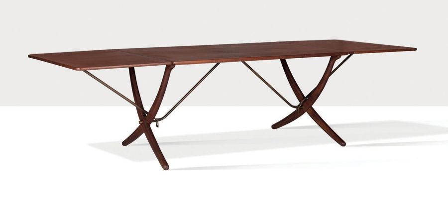 HANS WEGNER (1914 2007) Table dite AT 304 Teck, laiton, chêne 73 x 240 x 86 cm. …