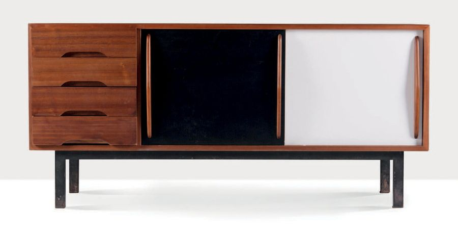 CHARLOTTE PERRIAND (1903-1999) Enfilade Placage d'acajou, formica, métal 76 x 157…
