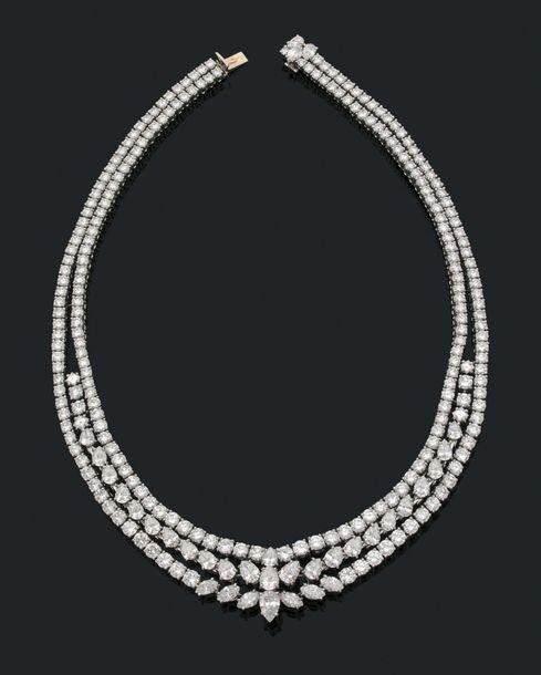 CHAUMET Important collier de diamants de taille poire, brillant et princesse, or…