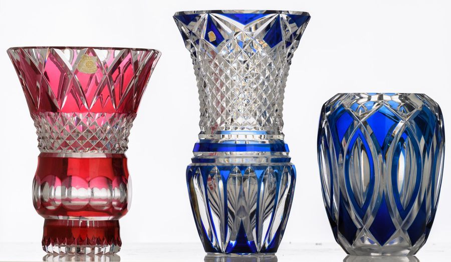 A blue and a red overlay crystal cut vase, signed Val Saint Lambert, H 25 29,5 c…