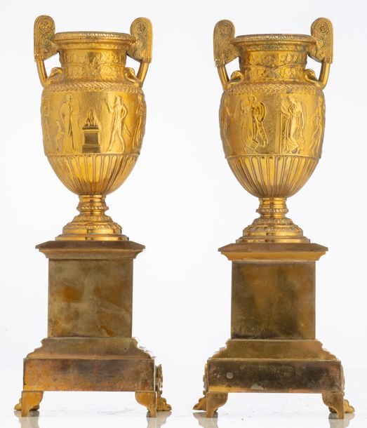 A pair of gilt, patinated and polished bronze Medici vases, on their ditto base,…