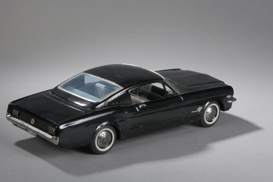 JAPAN TN Ford Mustang Noir - 40cm - E 147  Long. 41cm