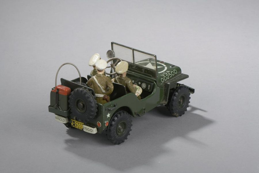 GERMANY Arnold - Jeep Military Police avec ses personnages  Dim. 8,5 x 18 cm