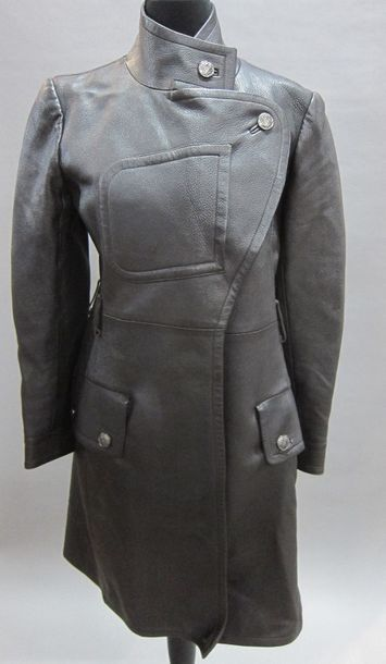 CHANEL Boutique circa automne 1997 : Trench-coat en cerf marron, col officier, fermeture…