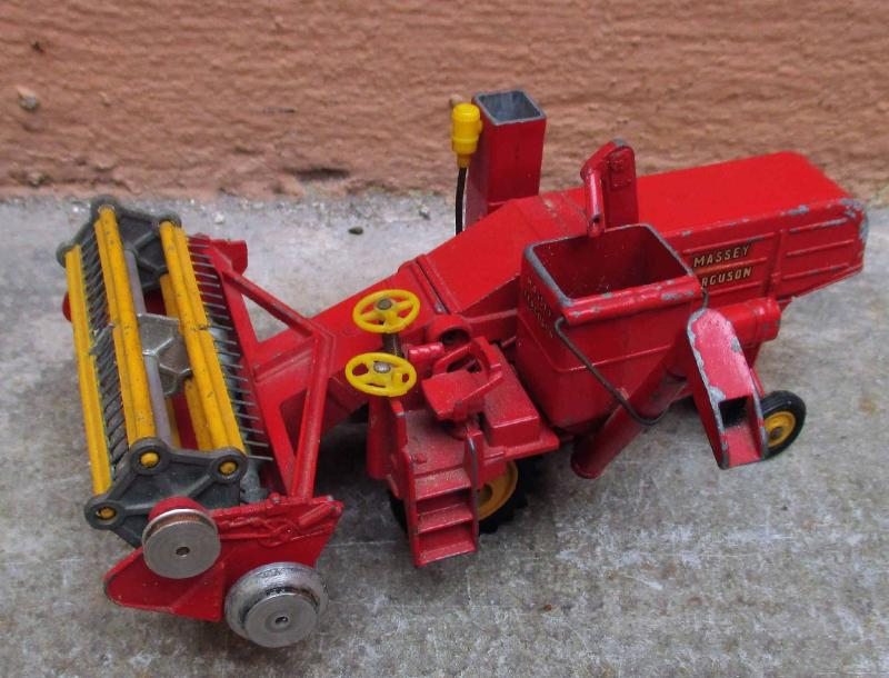 CORGI TOYS, MADE IN GREAT BRITAIN Moissonneuse-batteuse, Massey Ferguson 780 combine.…
