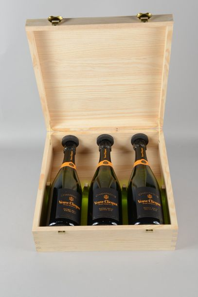 """3 bouteilles CHAMPAGNE """"extra old"""", Veuve Clicquot (extra brut) cb"""