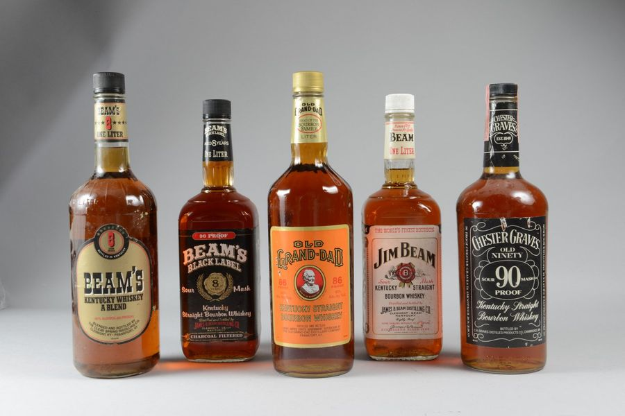 12 bouteilles: BOURBON WHISKEY (3 Old Grand-Dad, 2 Chester Graves, 7 Beam dont 3…
