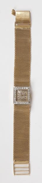 Montre de dame en or 18K (750), cadran carré serti de diamants, bracelet ruban souple…