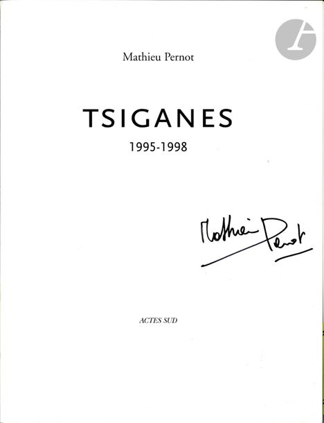 PERNOT, MATHIEU (1970) Tsiganes. Actes Sud, Arles, 1999. In-4 (28 x 21 cm). Édition…