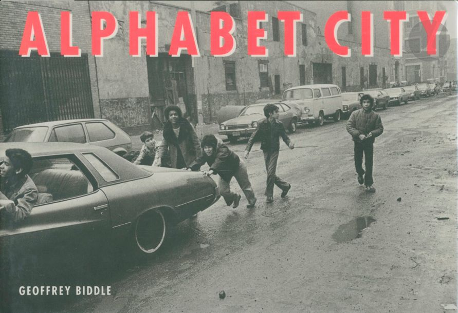 BIDDLE, GEOFFREY Alphabet City. University of California Press, 1992. In-8 oblong…